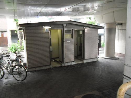 d清水駅高架下トイレ